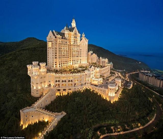 The Castle Hotel w Dalian (Chiny) - chiński hotel, który wygląda jak europejski zamek.