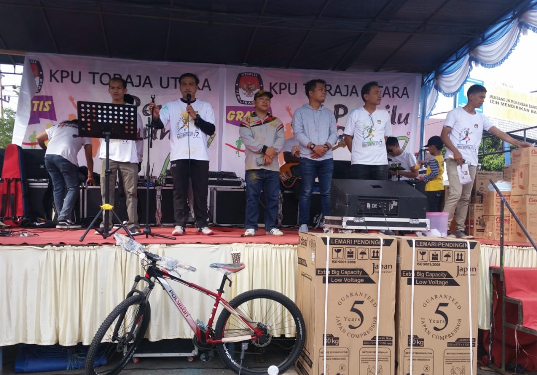 [FOTO] Meriahnya Color Run KPU Toraja Utara