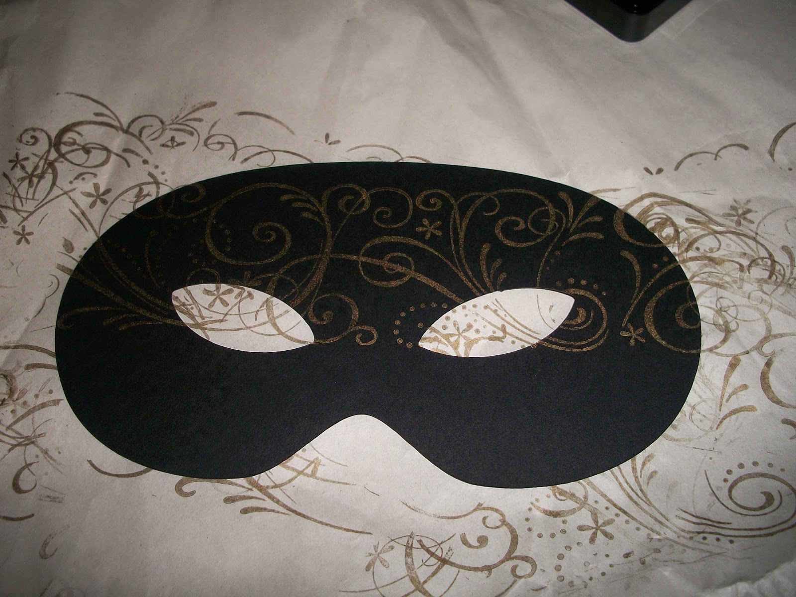 Use a roller stamp to print pattern on the paper mask