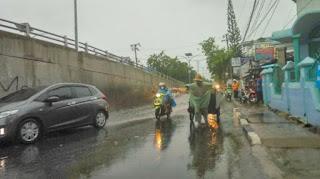 Jalan S Parman Tergenang, Diduga Akibat Saluran Air Mampet