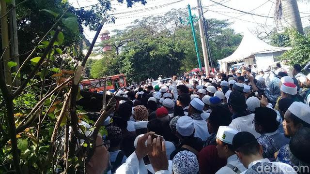 Massa HTI di PTUN Jakarta Membubarkan Diri dengan Tertib