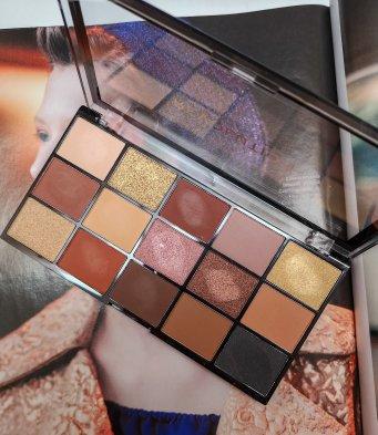 Pigmentação de paleta de sombras Velvet Rose Makeup Revolution