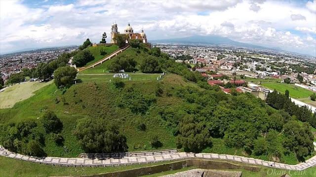 La mayor pirámide del mundo se oculta bajo una montaña en México