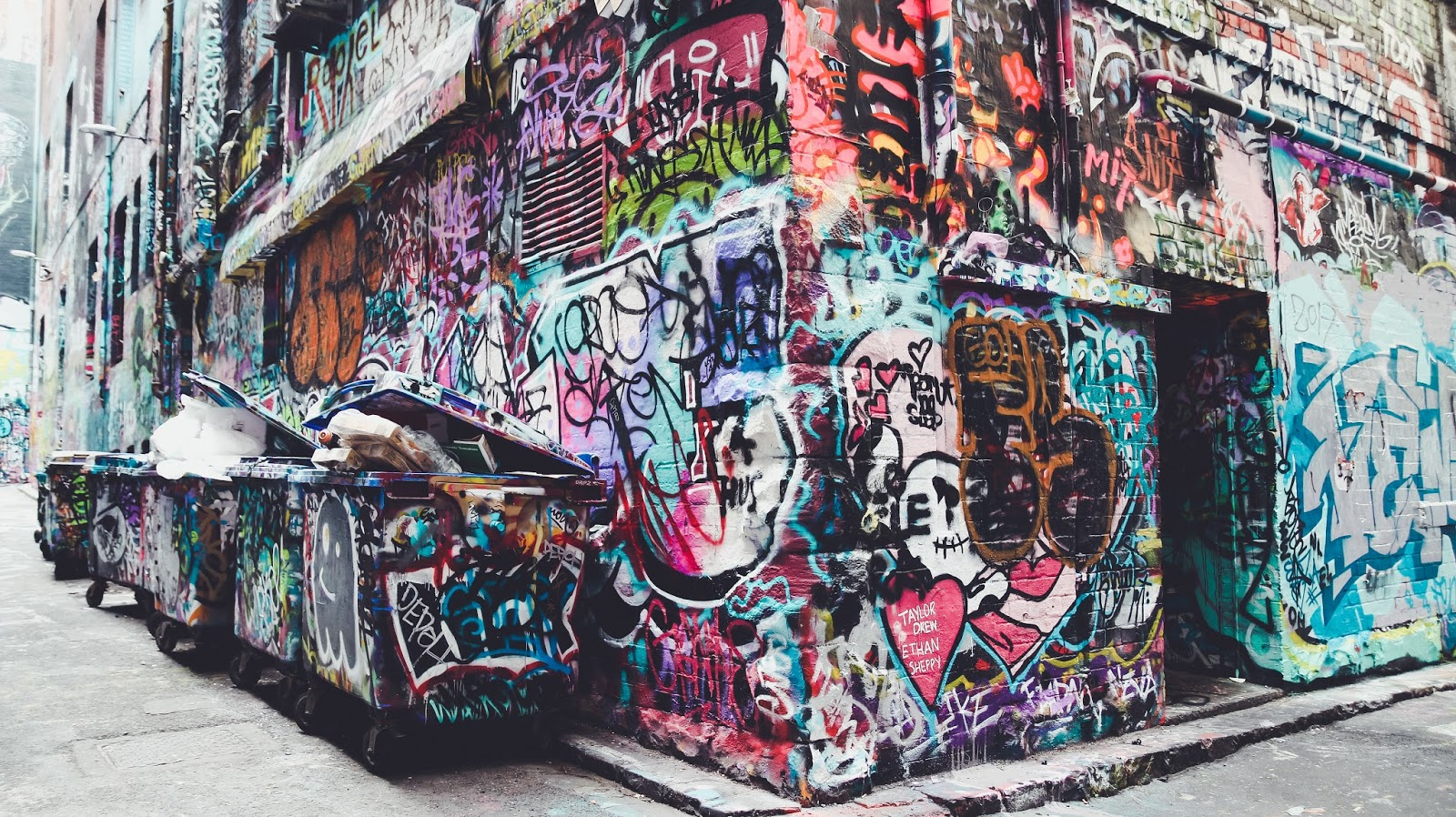 Hoiser Lane Grafitti Street Art in Melbourne, Australia | GlobalFashion Gal Travel Blog