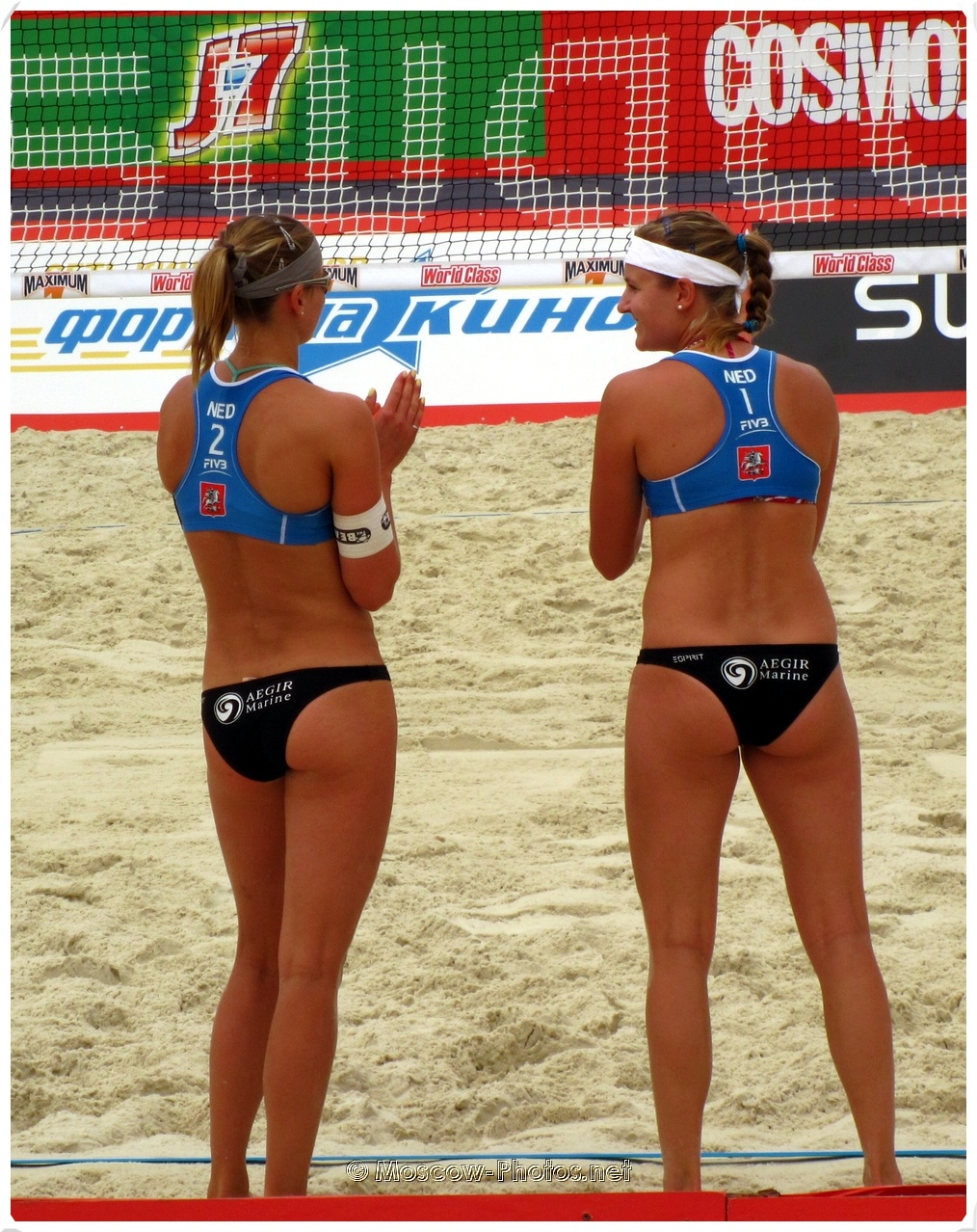 The Netherlands women's team before the beach volleyball game