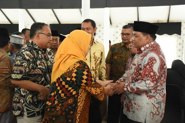 Suasana halal bihalal di hari pertama masuk kerja yang dilaksanakan di Rumah Dinas Walikota Tanjungbalai, Kamis (21/6)
