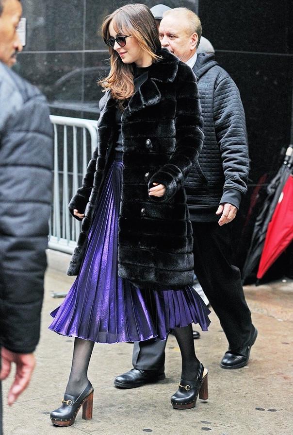 Dakota-Johnson-Metallic-Pleat-Skirt