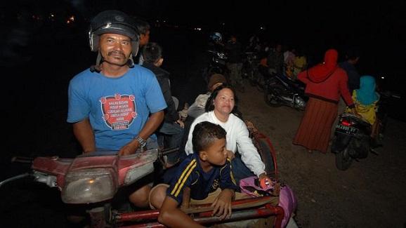 Photo warga mentawai mengungsi saat gempa