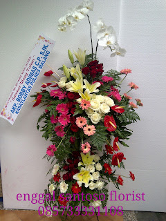 rangkaian bunga standing flower anggrek bulan untuk ucapan selamat ulang tahun