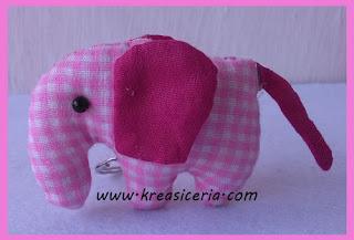 Gantungan kunci model gajah dari kain perca