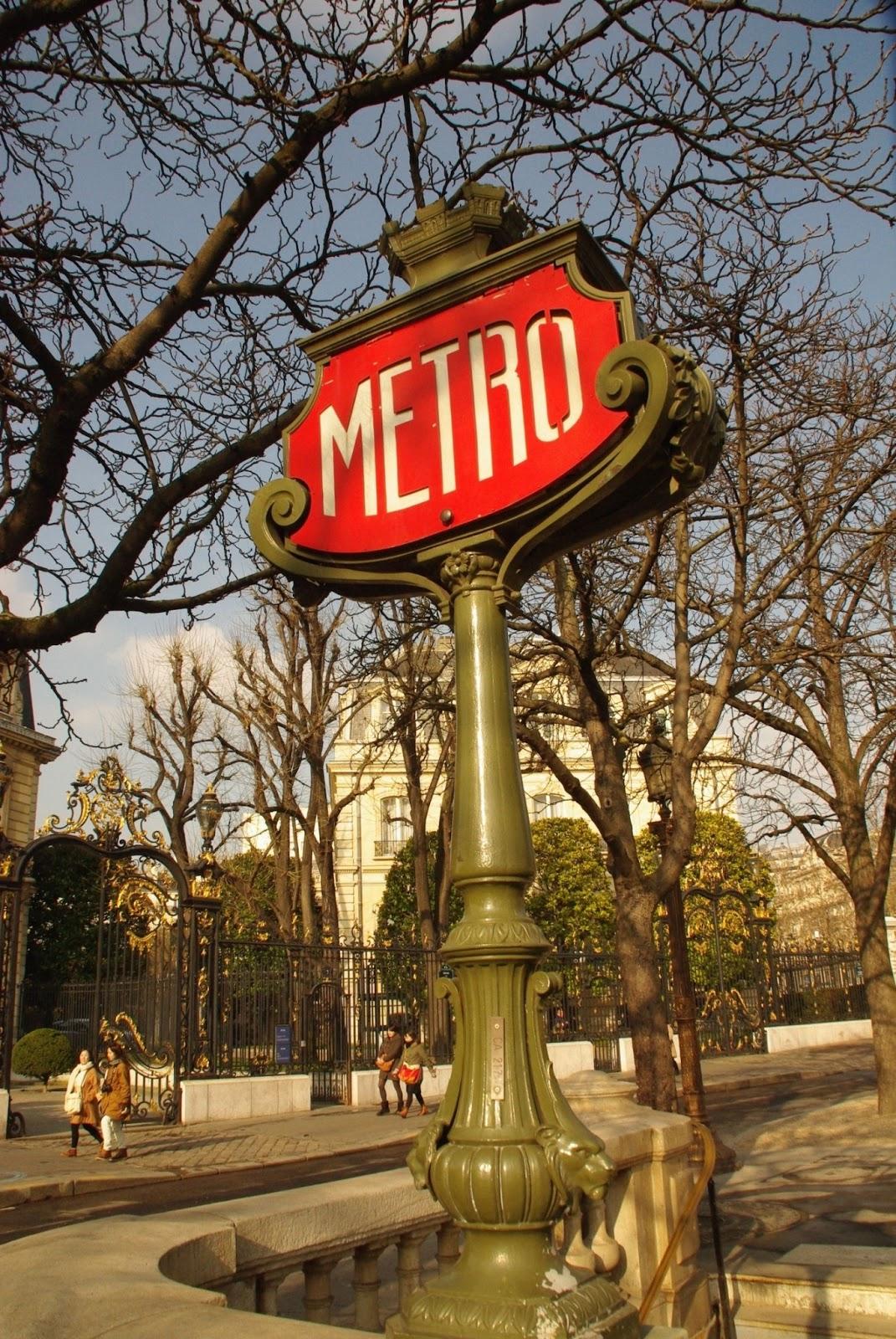 Paryż Paryz Paris metro subway znaki metra w Paryżu