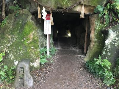 大王わさび農場 祠の洞窟