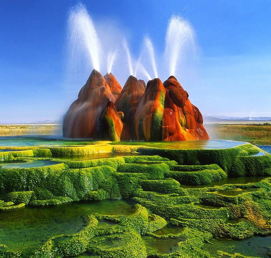 4. Fly Geyser in Nevada, USA - 29 Unbelievable Locations That Look Like They're Located On Another Planet