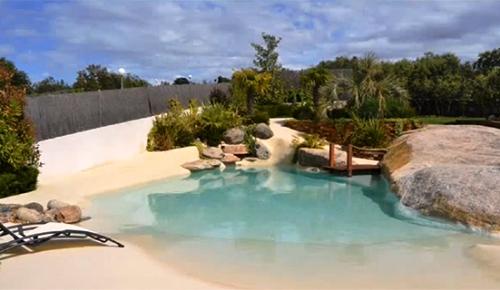 Arquitectura dise o piscinas de arena la playa en casa - Piscina tipo playa ...