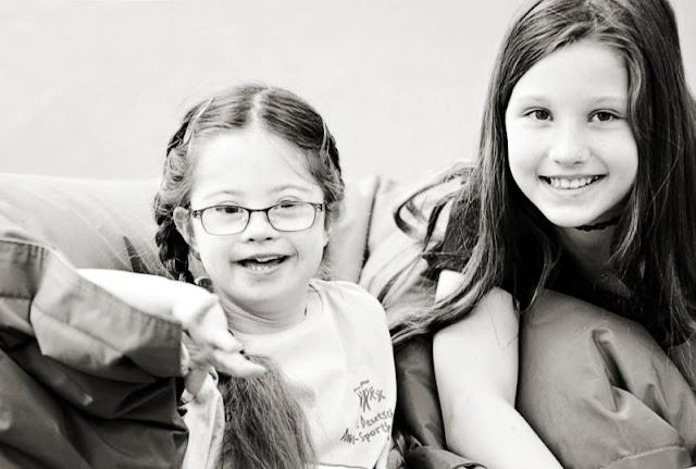 Jolina und Lou fotografiert von Jenny Klestil - Glück kennt keime Behinderung