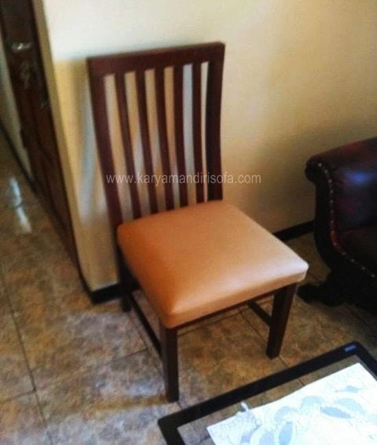 satu dudukan kursi makan
