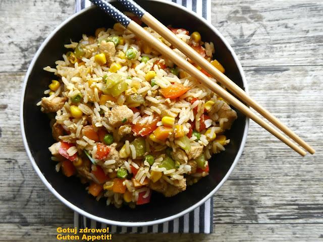 Kurczak z woka z ryżem i warzywami - Czytaj więcej »