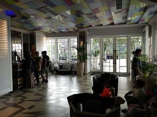 lobi the 101 Hotel SuryaKancana Bogor