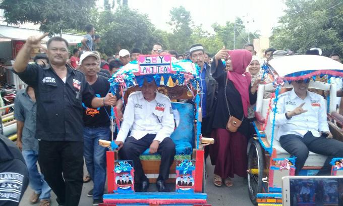 Daftar ke KPU, SBY-AMM Naik Becak