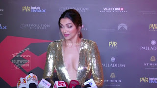 Deepika Padukone Promoting   Return of Xander Cage in India in Golde Gown 14 .xyz.jpg