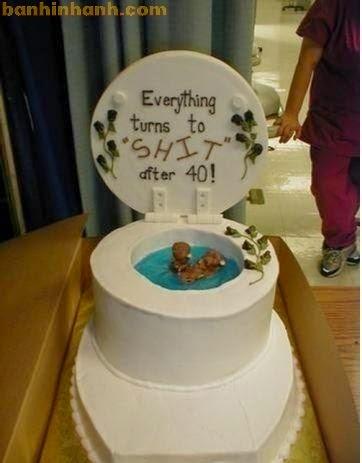Những chiếc bánh sinh nhật hài VL, bồn cầu, nhà vệ sinh