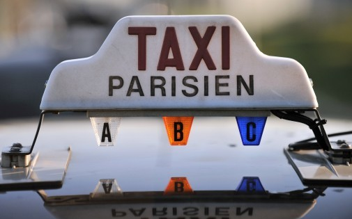 Hiring Taxis in Paris at your budget for a convenient travelling around the city