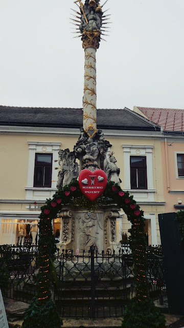 Kissing Point at Christkindlmarkt in Eisenstadt - UNIQA