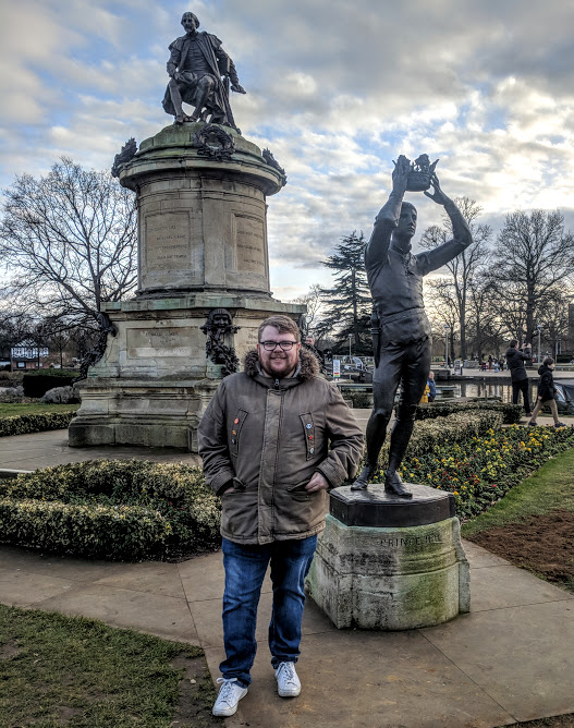 A Quick Guide to Visiting Stratford-Upon-Avon with Kids (on a budget)  - Shakespeare statue