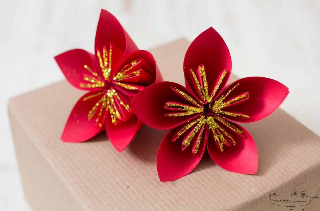 Aula hospitalaria gregorio mara on tutorial flor de for Adornos navidenos origami paso a paso