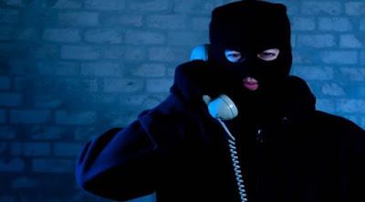 """Συνεχίζουν να προκαλούν οι απατεώνες με τα τηλέφωνα. Βάλτε τα λεφτά σας στον καταψύκτη """"προτρέπουν"""" τα θύματα τους..."""