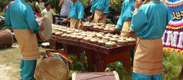 Alat Musik Gesek Tradisional Khas Minangkabau