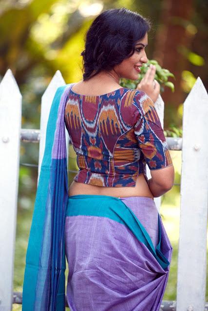 http://indian-filmy-actress.blogspot.com/2018/04/indian-women-in-backless-designer.html
