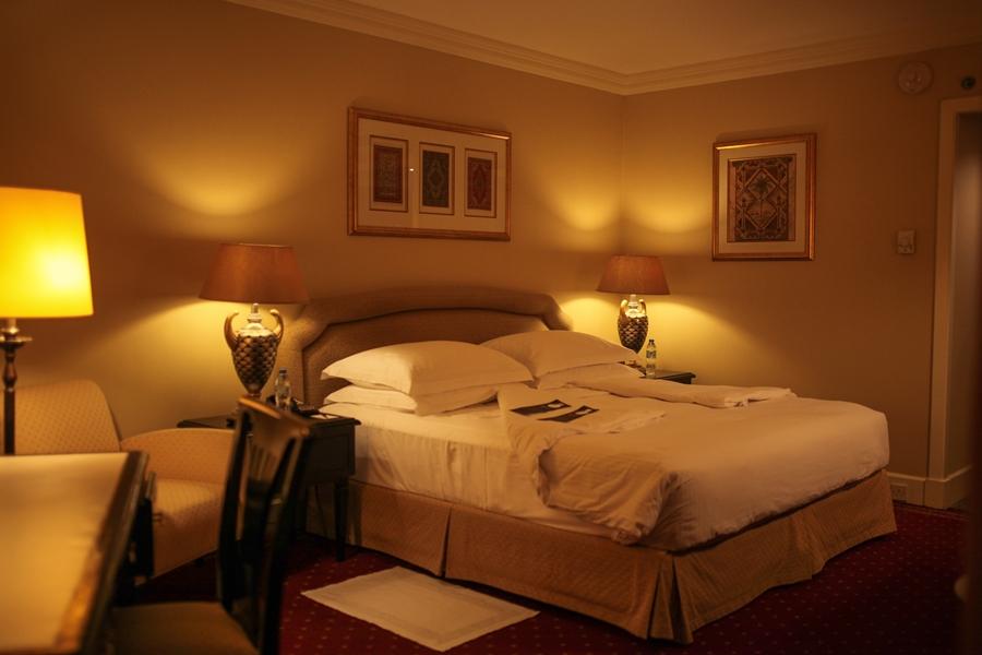 bed hotel interior glamour dubai