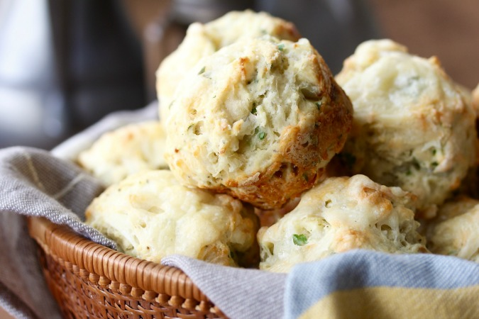 Shallot and Gruyère Cheese Muffins #muffins #shallots #gruyère #cheesemuffins