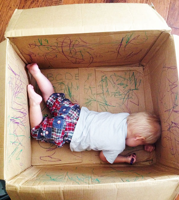 18 Hilarious Hacks Prove That Some Parents Are Geniuses - Every Child Enjoys Playing In A Box