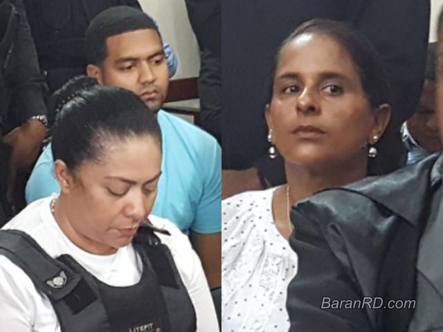 Marlon y su madre Marlin Martínez / Adalgisa Polanco, madre de Emely Peguero.