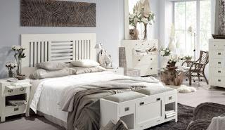 Dormitorio colonial acabado en blanco