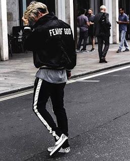 contoh model celana track pants pria terbaru yang sedang trend