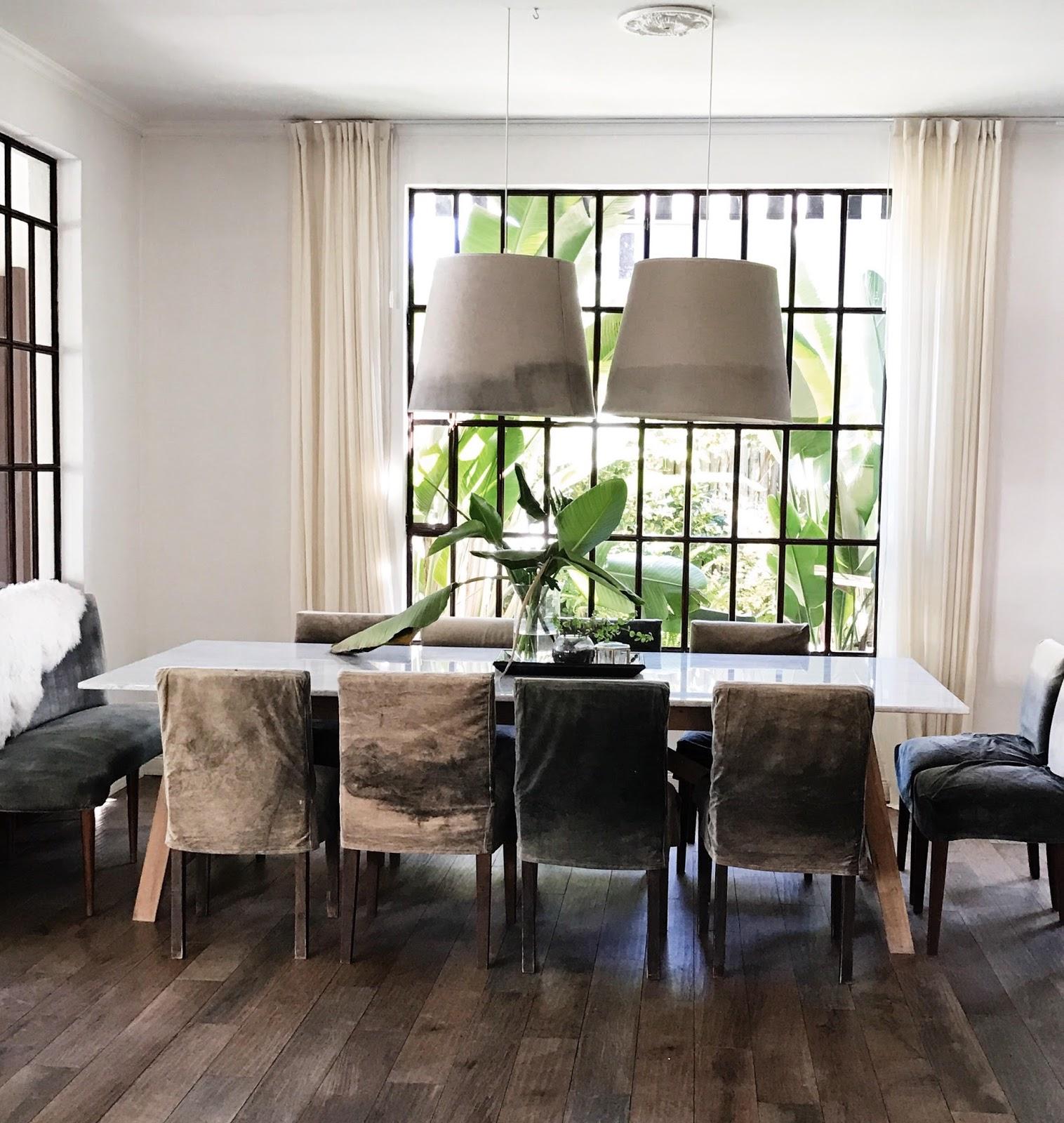 Con estilo propio dos casas for Marmol gris oscuro