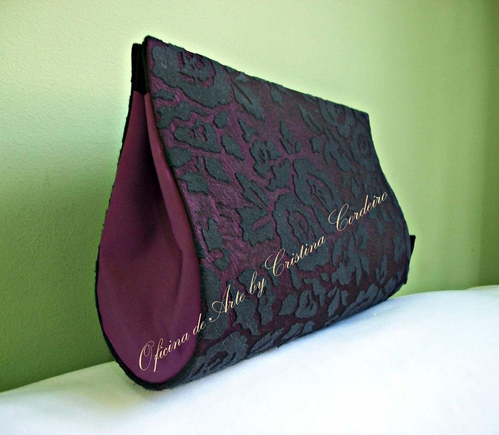 9acafdad4f2a Oficina de Arte: Bolsa Clutch Uva com Renda Preta