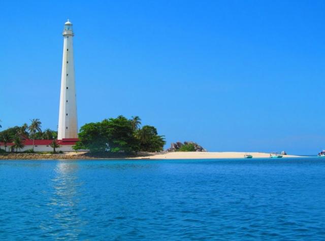 daftar 10 pantai terbaik di indonesia - Pantai Lengkuas, Bangka Belitung