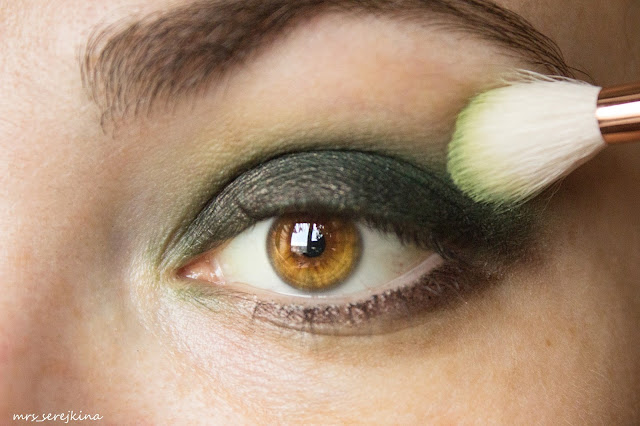 Green smoky eyes: step 4