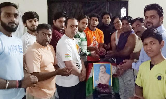 Maharshi Parashar Akhada remembered Chandrasekhar Azad on his sacrifice day