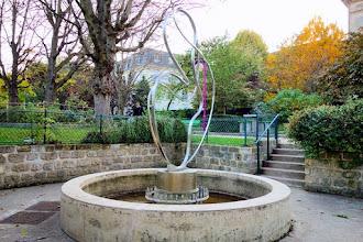 Paris : Fontaine-sculpture de César Domela - Square Henri-Cadiou - XIIIème
