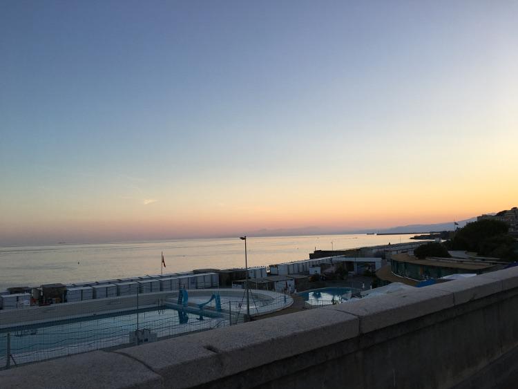 tramonto sul mare di genova