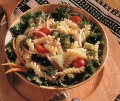 Brokkolis tészta saláta