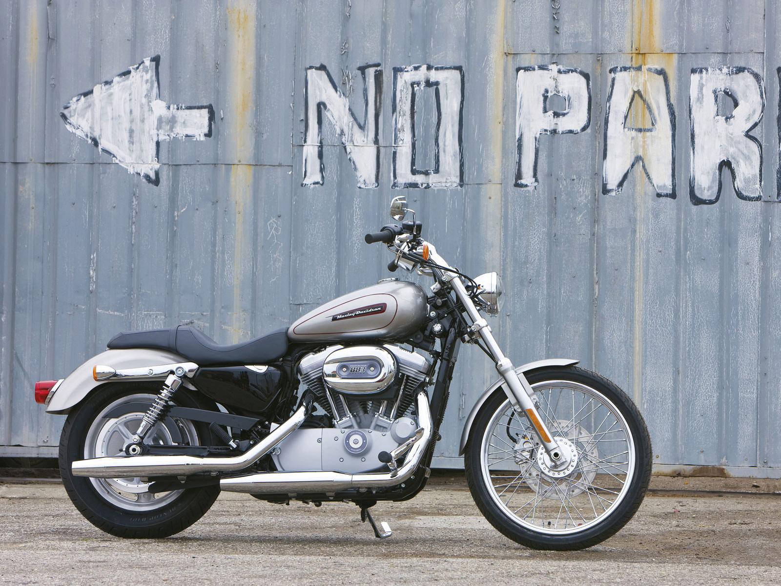 Harley Davidson: 2009 XL883C Sportster 833 Custom Accident Lawyers Info