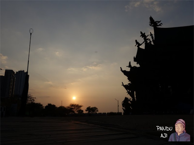Sunset di Sanctuary of Truth