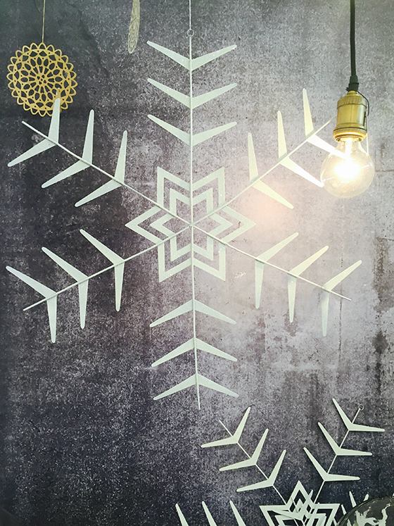 http://www.shabby-style.de/ornament-crystal-o60cm