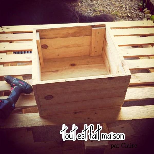 jardini re en bois tout est fait maison. Black Bedroom Furniture Sets. Home Design Ideas